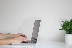 Content writing SEO – la cine apelam